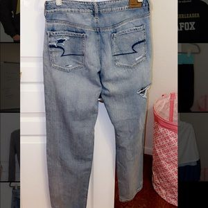 American Eagle Tom girl mom jeans ripped